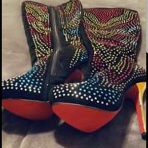 Mona mia boots size 10